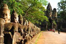10 Top Highlights in Kambodscha / Kambodscha ist weltweit bekannt für sein UNESCO Weltkulturerbe – Angkor Wat, die größte Tempelanlage der Welt. Neben Angkor Tempel bietet Kambodscha den Besucher noch viel mehr beispielsweise das Strandparadies Sihanoukville, den Nationalpark Bokor, Kampot – eine Küstenstadt im Süden… Asiatica Travel Team schlägt Ihnen 10 Top Highlights in Kambodscha vor, die Sie auf jeden Fall erfahren sollten.