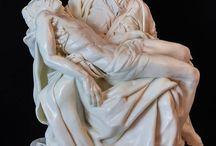 """La Pietà- Michelangelo /    Margherita Ferrara www.facebook.com/FashflowersCake www.margheritaferrara.it  About the Piece:  ENG: I wanted to recreate one of the pieces I love the most: """"La Pietà"""" of Michelangelo. ITA: Ho voluto riprodurre una delle opere a me più care """"La Pietà"""" di Michelangelo. La prima volta che ho visto dal vivo quest'opera, ho provato un immensa commozione .Non avrei mai pensato di riprodurla ma pensando all' arte italiana questa per me è l immagine per eccellenza."""