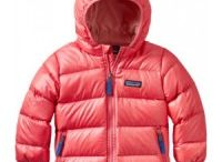 Kids Ski Insulated Jackets by Patagonia / Patagonia tried out their perfect down jacket for little ones, Hi Loft Down Jumper hoodie, in Patagonia baumlose graslandschaft, Rocky Mountain front, unlike wee field testers, it never needed nap. Continue to keep toddler warm while getting together boughs with Patagonia Baby Reversible Down sweater hoodie. reversible design is almost like getting two overcoats for price of just one.