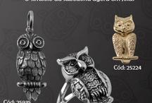 Corujas! / Elas são consideradas o símbolo da sabedoria.  Atentas a tudo, as corujas foram descobertas pelos estilistas para se tornarem parte do visual e causar no ramo da moda. As joias não podem ficar de fora.