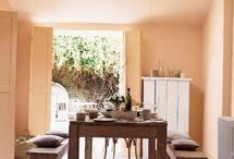 """Colores del Mundo - Toscana - Bruguer / Albahaca, tomate, olivas... ¡Cuánto color y sabor en el campo de la Toscana! En nuestra gama de Colors del Mundo """"Toscana"""" podrás encontrar tres tonalidades diferentes que te transportarán directamente al sol de la Toscana."""
