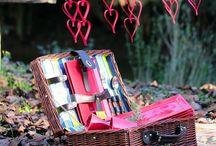 Piquenique de Dia dos Namorados / Se você está buscando inspiração para encantar o dono ou dona do seu coração, o #BlogOxford preparou uma produção especial de um piquenique romântico. Vem se derreter de amores com a gente e já prepara a listinha pra você montar o seu!