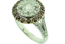 Halo design Engagement rings / Bespoke engagement ring designs in halo ring style