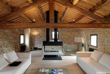 Salotto con tetto in legno