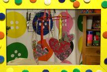 Mobielen knutselen / Een mobiel voor binnen of buiten heb je in een handomdraai gemaakt. De knutselzussen laten zien hoe! www.youtube.com/knutseltv