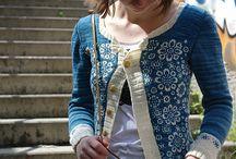 Strickideen & Strickanleitungen für Frauen / Hier sammeln wir einige besonder schöne Strickmuster, Inspirationen und Anregungen für ausgefallene, sowie elegante Strickmode :) Ob klassisch, elegante Dame oder moderne, junge Frau, hier ist für jeden etwas dabei, so hoffen wir.   Braucht ihr Wollnachschub so würden wir euch über euren Besuch in unserem Webshop unter http://www.quiltzauberei.de/Wolle-Stricken-Haekeln/ sehr freuen! :)