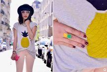 De ananas / Inmiddels is het stukje fruit een ultieme trend bij bloggers en celebs. Van prints op kledingstukken tot accessoires in ananas vormen. Je kunt het zo gek niet bedenken of het is er!