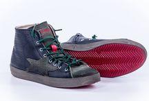 Ishikawa - Men's Shoes / La nuova collezione F/W 2013 presenta una graffiante e suggestiva linea che spazia dalle calzature, punta di diamante della linea, agli accessori, come le borse, sempre concentrandosi su uno stile vintage-metropolitano dai tratti cyber.