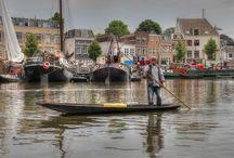 Uitgelicht: Museumhaven Gouda. / Winnaar Museum Ontdekking 2015. Een uniek museum in de openlucht met nog werkende en varende monumentale schepen. Een leuke dynamiek tussen de haven, de Werf, het Werfhuys en het IJsselhuys. Je kunt uitleg krijgen en mensen aan het werk zien aan hun schepen en in het IJsselhuys lekker wat eten en drinken. De website is ook erg leuk om te bezoeken.
