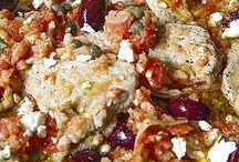 Scaloppine alla greca con polpa di pomodoro fresco, feta e olive kalamata