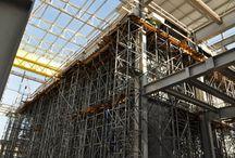 Nowy blok w EC Stalowa Wola / W elektrociepłowni w Stalowej Woli trwa budowa nowego bloku gazowo-parowego o mocy 450 MWe. Oprócz energii elektrycznej blok będzie wytwarzał także ciepło w postaci gorącej wody na potrzeby komunalne oraz parę technologiczną dla pobliskich zakładów przemysłowych. Obiekt ma zostać oddany do eksploatacji w 2015 roku. Generalnym wykonawcą inwestycji jest firma ABENER ENERGÍA S.A., a nasza firma dostarcza na tę budowę deskowania i rusztowania.