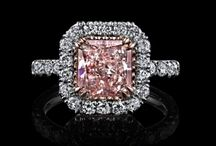 Diamond Engagement Ring / Colorless and Fancy Color Diamond Engagement Rings