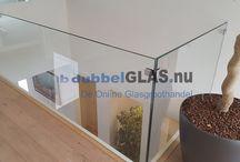 Montage hardglas / Glazen balustrade plaatsen in kantoor