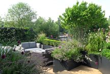 Thameside Terrace Garden Project / Garden project on the Thames completed by Charlotte Rowe Garden Design (www.charlotterowe.com) with a Solus Decor Elevated Halo Fire Pit.