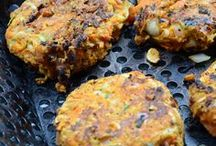 vegan and meat burgers / by Wanda Lachance