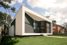 Moderne Wohnhäuser & Villen / Auswahl moderner Wohnhäuser, Villen und Architektenhäuser in zeitgenössischer Formensprache.Erlesene Materialien treffen auf expressive Architektur mit großzügigen Glasflächen.