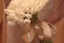 Bride and bridal party flowers / Bridal bouquets, bridesmaids' bouquets, boutonnières, flowers arrangements