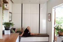 Dieses Kleine Haus Verfügt über Eine Einziehbare Bett Um Platz Zu Sparen