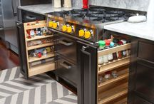 Special Cabinet Features / These features and more are available at http://seigles.com/