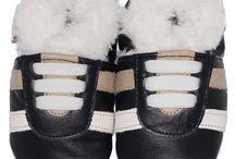 Winterslofjes / Warme winterslofjes gevoerd met wit luxe Acryl bont. De slofjes zijn gemaakt van echt leer en hebben een suède zool die geruwd is voor een optimale grip op harde vloeren.