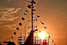 Ηλιοβασίλεμα στην Χαλκίδα. / Την χρυσή στιγμή που ο ήλιος δίνει την σκυτάλη στην αγαπημένη του σελήνη. Στην Χαλκίδα απο Γιούλη Μαραβέλη.!