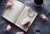 洋書と花とコーヒー