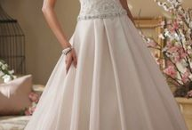 Wedding Gowns / by Evelyn Goh
