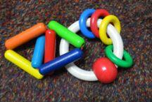 Quels jouets?( 3-9 mois) / Une sélection de bons jouets, à découvrir chez Si Tu Veux.