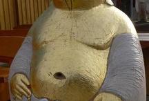 Sculptered beehives / Figurenbeuten