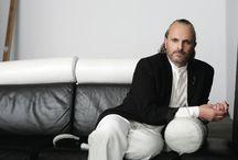 Miguel Bosé, un hombre enigmático / Miguel Bosé es nuestra portada de noviembre. Encuentra la entrevista en exclusiva en la revista del mes.