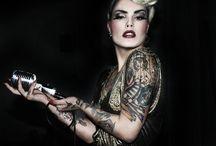 Vinila Von Bismark / Vinila Von Bismark además es modelo, siendo y dotando de una actitud autentica todo lo que toca, incluso protagoniza sonadas portadas de revistas, como la revista ?Interviú?, es decir, la Playboy Española y editoriales de moda.