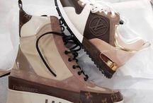 botas y zapatillas