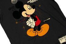 Футболки Микки Маус (Mickey Mouse) / Футболки Микки Маус с мультипликационным персонажем. Mickey Mouse один из символов компании Уолта Диснея и американской поп-культуры вообще. Представляет собой человекоподобного мышонка.