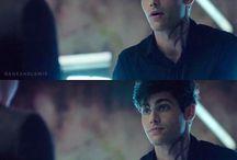 Alec (Matt Daddario)