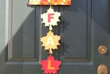 Fall Crafts / DIY craft ideas for fall/autumn home decorating.