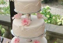 Hochzeitstorte mit weißer Bordüre