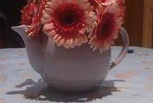 Teapot Vase / Place your favourite flowers in a tea pot, in place of a vase