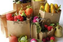 Crocheted and Knitted Fruit and Veggies / How fun to get inspired by these crocheted and knitted fruit and vegetables! Make your child familiar with fruit and vegetables with these cute items.