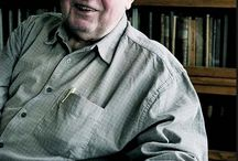 Jiří Šalamoun / Jiří Šalamoun je český výtvarník, ilustrátor, autor kreslených filmů a plakátů. Jeho známým dílem je kreslený Maxipes Fík. Kromě knihy se podílel i na animovaném seriálu, uváděném zejména v televizní sérii večerníčků.
