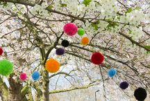 Pompom pom poms / We love pompoms. Load of ideas to bring more fluffy balls of fun into your life