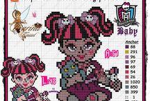 Monster High ponto cruz / Grafico e Monograma (gráficos feitos por Dinha ponto cruz e Carina Cassol)