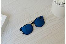 Trendy και Φθηνά Γυναικεία Γυαλιά Ηλίου / Τα γυαλιά ηλίου για γυναίκες πλέον σχεδιάζονται από κορυφαίους σχεδιαστές και οίκους μόδας έτσι ώστε όχι μόνο να προστατεύουν από τις βλαβερές ακτίνες του ήλιου, αλλά να συμπληρώνουν και να ολοκληρώνουν το κάθε ντύσιμο. Οι γυναίκες πλέον δεν έχουν ένα μόνο ζευγάρι γυαλιά στη διάθεση τους. Έχουν πολλά κι επιλέγουν πάντα το κατάλληλο για κάθε ντύσιμο και περίσταση.