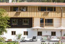 Alte Tann im Natur Hotel Tannerhof in Bayern / In der Alten Tann kommt man an im Natur Hotel Tannerhof nahe Rosenheim in Bayern. Beim Eintreten duftet es nach Zirbenholz und im Kachelofen prasselt bei kaltem Wetter ein wärmendes Feuer. Hier wird gegessen, getrunken, gelesen und gelebt … Folgen Sie uns auf einen Rundgang durch die Alte Tann und lassen Sie sich inspirieren zu einem Urlaub für Körper, Geist und Seele http://natur-hotel-tannerhof.de #Travel #Gesundheit #Natur #Hotel #Bayern