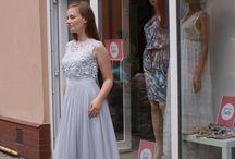 Butik Fashion Look Bydgoszcz / Butik z odzieżą polską uszyta w Polsce. Sprzedajemy nietuzinkowe kreacje uszyte przez polskie Studia Mody oraz polskie marki modowe. U nas znajdziesz odzież najwyższej jakości. Specjalizujemy się w kreacjach wizytowych na wesela, komunie, imprezy okolicznościowe. Dodatkowo oferujemy kolekcje casual.