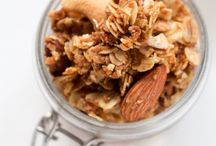 Granola / Crunchy & Sweet Granola Recipes! Many different recipes to bake Granola at home with whole grains such as oats, quinoa or buckwheat. Homemade Granola is healthier and delicious, these granola recipes take less than 20 minutes!