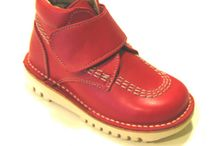 Botas con velcro de todos los colores / Botas de niños y niñas de todos los colores y en piel o charol, de la marca Andanines o de la marca Atxa. Botas con velcro ajustable para los más pequeños y las más pequeñas.