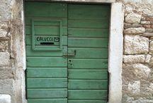 Känsla - dörrar och fasader