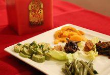 La cuisine au riad anyssates / C'est autour de produits de saison et d'épices du souk qu'Aicha élabore sa cuisine pour le plaisir des yeux et des papilles.