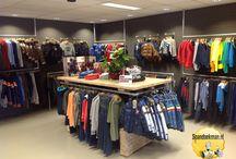 Winkelinrichting / Pashokken, toonbanken, kledingrekken of kasten gemaakt met behulp van steigerhout, steigerbuizen en buiskoppelingen.