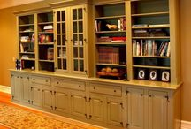 Custom built-ins for the home / Whether for the library, the office, the bathroom, or the closet, each of our cabinets is meticulously crafted as a fine piece of furniture for the home.